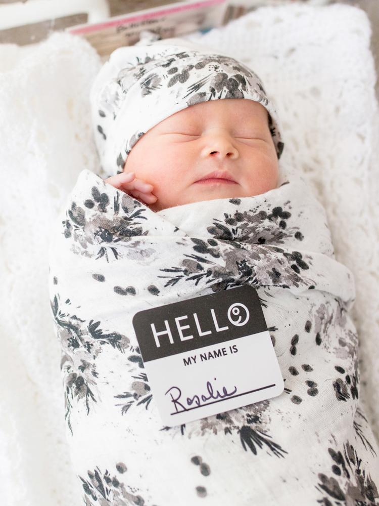 Lulujo - Bamboo Hat and Swaddle Blanket - Black Floral