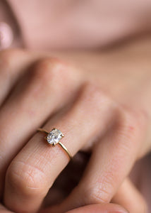 The Goldfinch | Oval Diamond Solitaire