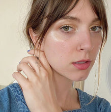 Load image into Gallery viewer, woman-with-minimalist-gold-nose-ring
