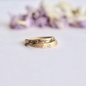 simple-sustainable-diamond-and-gold-alternative-engagement-ring