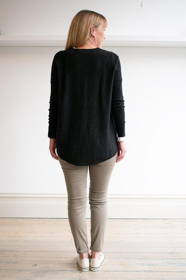Curved Hem Vee Pullover '20, Charcoal