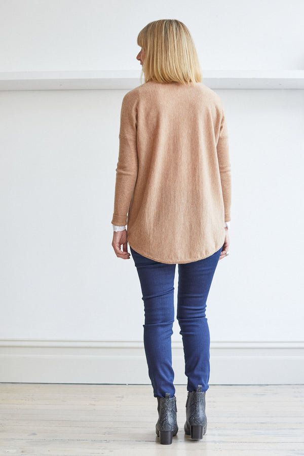 Curved Hem Vee Pullover '21, Almond