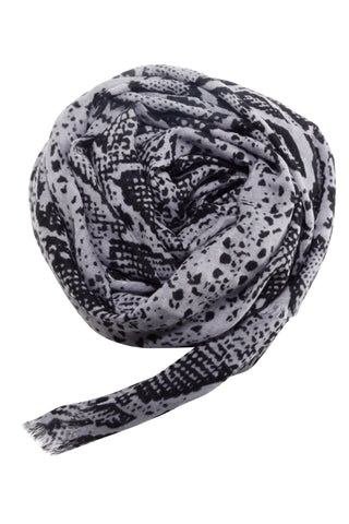 Stylish snake print scarf in black and grey