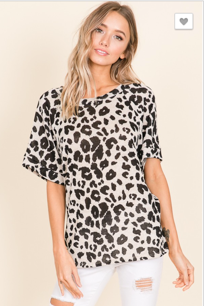 LOOSE FIT ANIMAL PRINT SHORT SLEEVE TOP