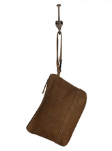Load image into Gallery viewer, SUAVE LEATHER POUCH