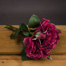 Load image into Gallery viewer, Red Short Stem Rose Bouquet
