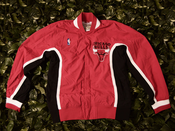 Mitchell & Ness Authentic 1992 Bulls Warmup Jacket [6056A-300-K-92CBU]