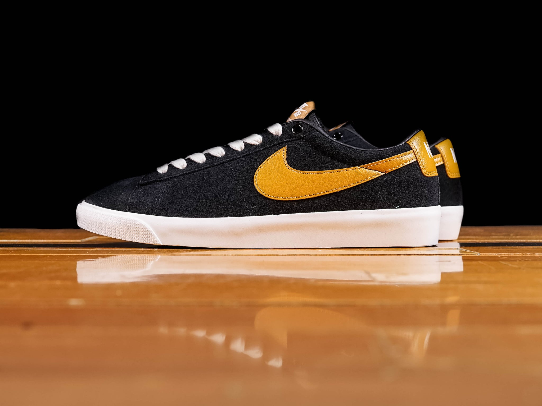 100% authentic 3c531 a4407 Men's Nike SB Zoom Blazer Low GT [704939-004]