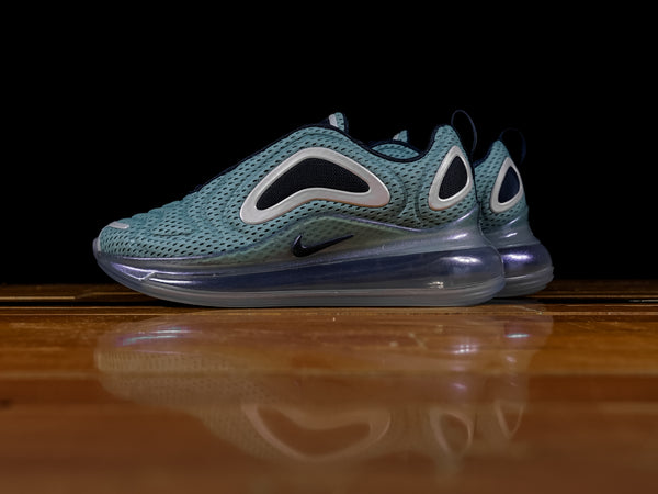 Women's Nike Air Max 720 [AR9293-001]