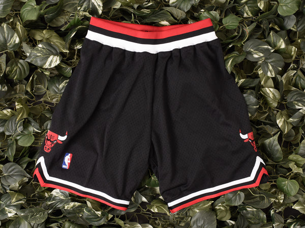 Mitchell & Ness 'Bulls '97-'98' NBA Authentic Shorts [369PA-300]