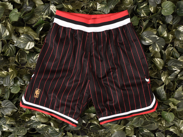 Mitchell & Ness 'Bulls '96-'97' NBA Authentic Shorts [369PA-300I]
