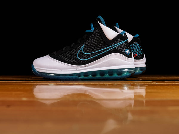 Men's Nike LeBron VII QS 'Red Carpet' [CU5133-100]