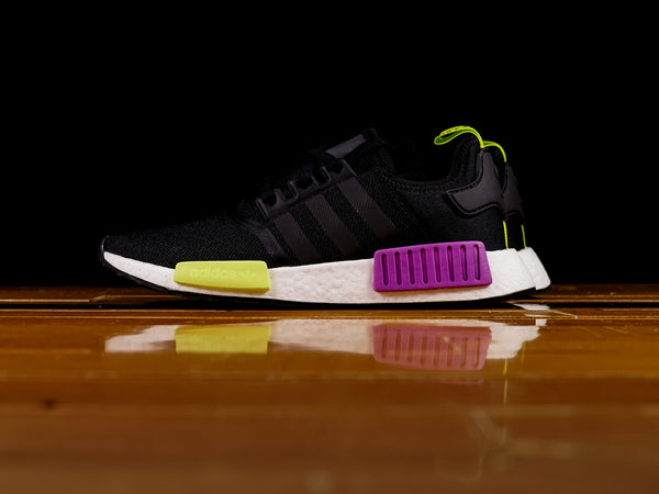 premium selection 3d990 315ef Mens Adidas NMD R1 D96627