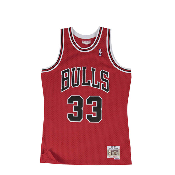 "Mitchell & Ness Men NBA Swingman Bulls '97 ""Scottie Pippen"" Road Jersey [SMJYGS18153-CBUSCAR97SPI]"
