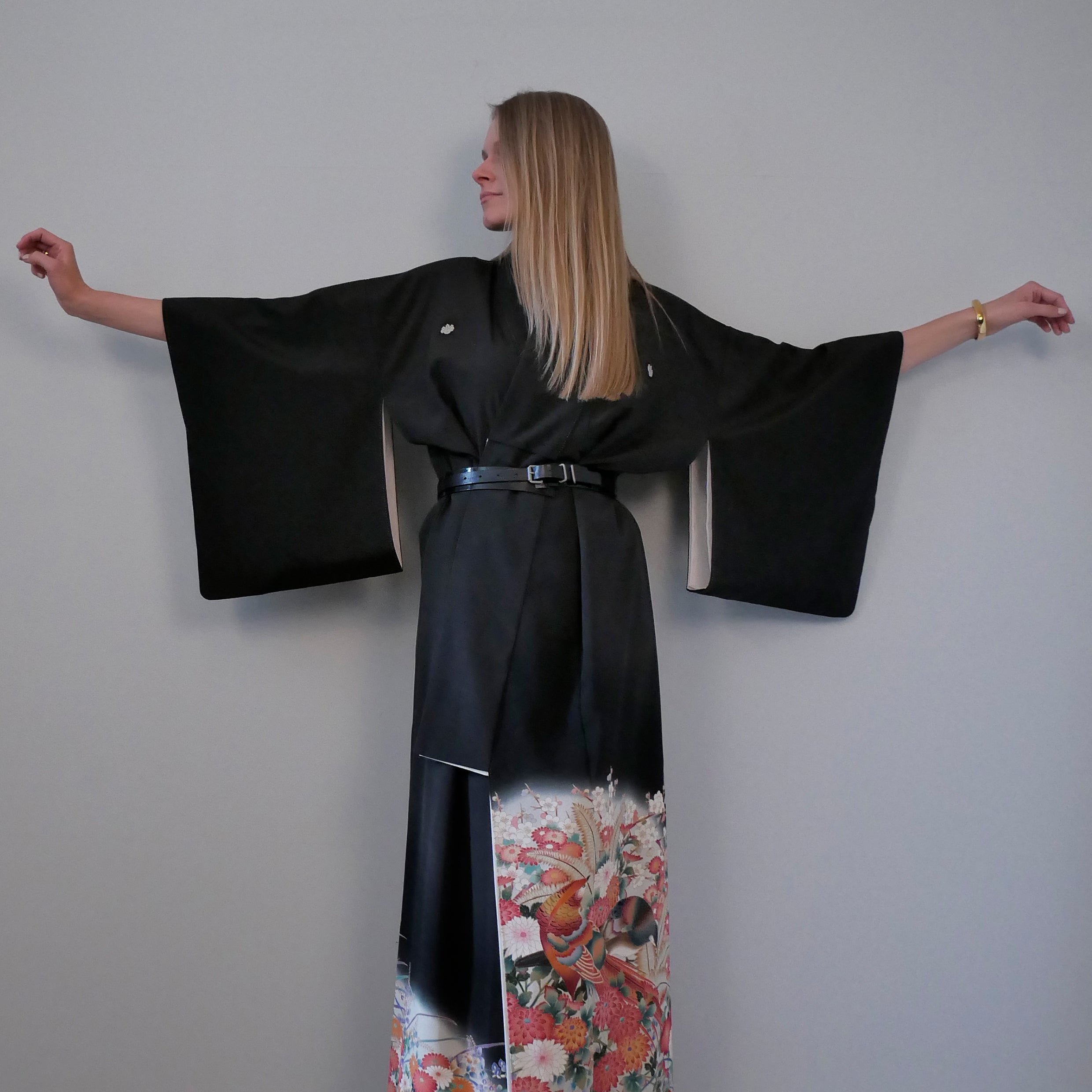 Japanese 1920's silk placement print kimono in black