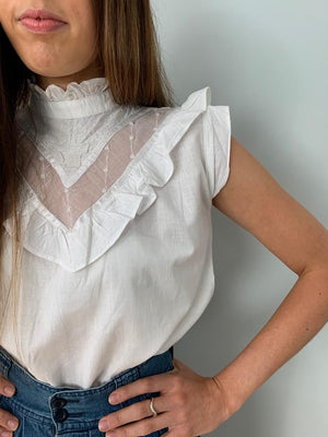 Vintage 1970's pie crust collar sleeveless blouse