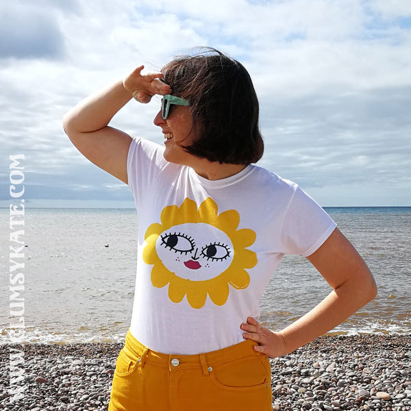 Maybe Daisy Sassy Face Skinny fit T-Shirt in 60s style Yellow and White by Clumsy Kate