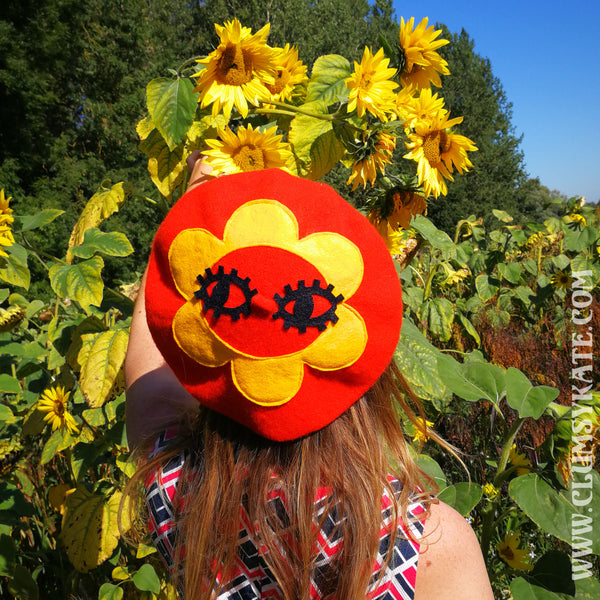 Maybe Daisy Big Eyes Beret in Orange by Clusmy Kate
