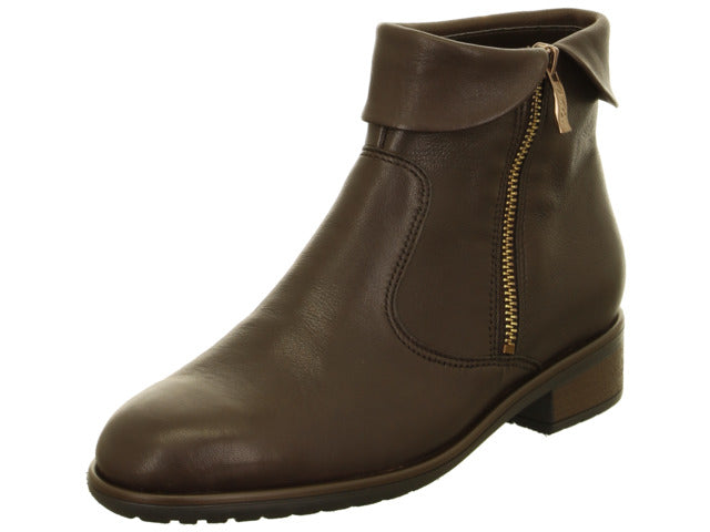 Short boot with cuff in soft leather
