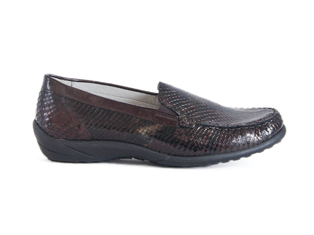Klare wide fitting loafer in soft croc patent leather