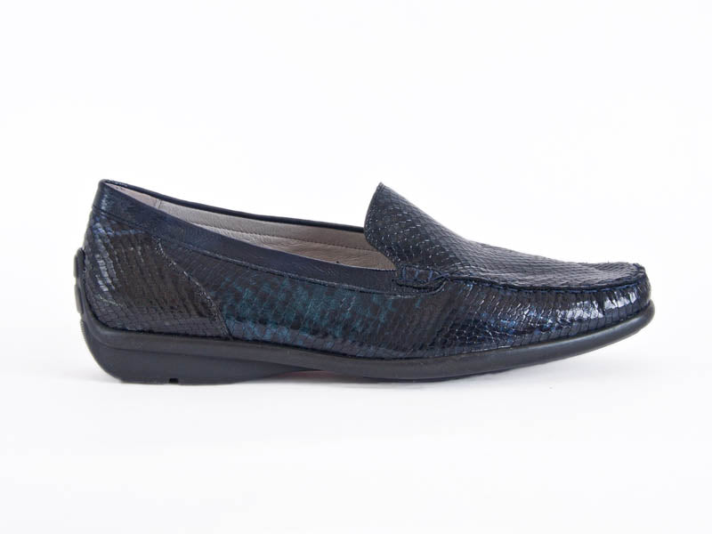 Harriet textured leather moccasin in croc patent leather