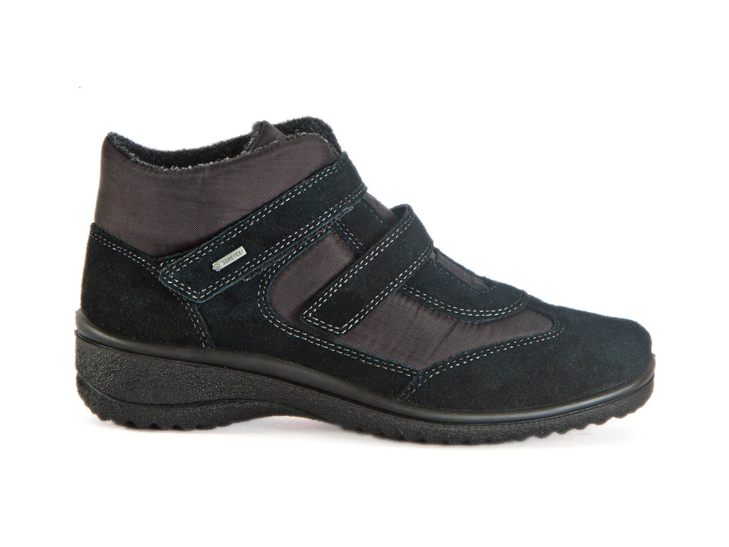 Goretex boot with velcro fastening