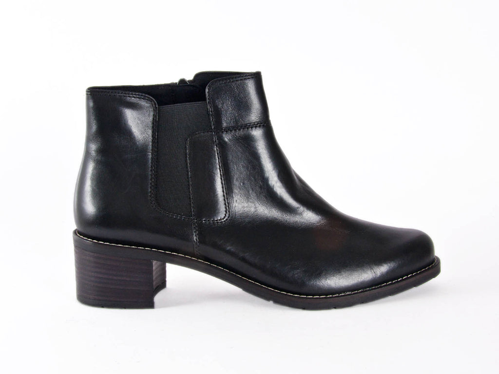 SHORT LEATHER ANKLE BOOT