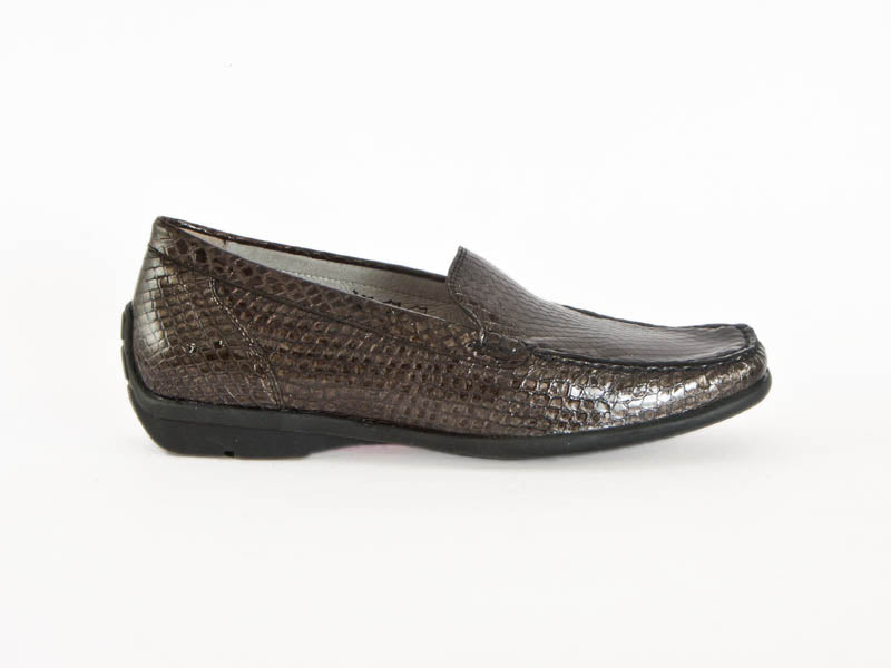 Patent loafer textured