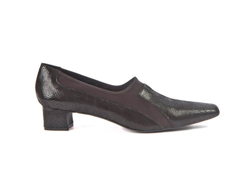 Leather and elastic loafer