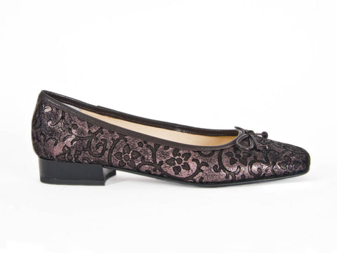 Riva brocade textured leather pump