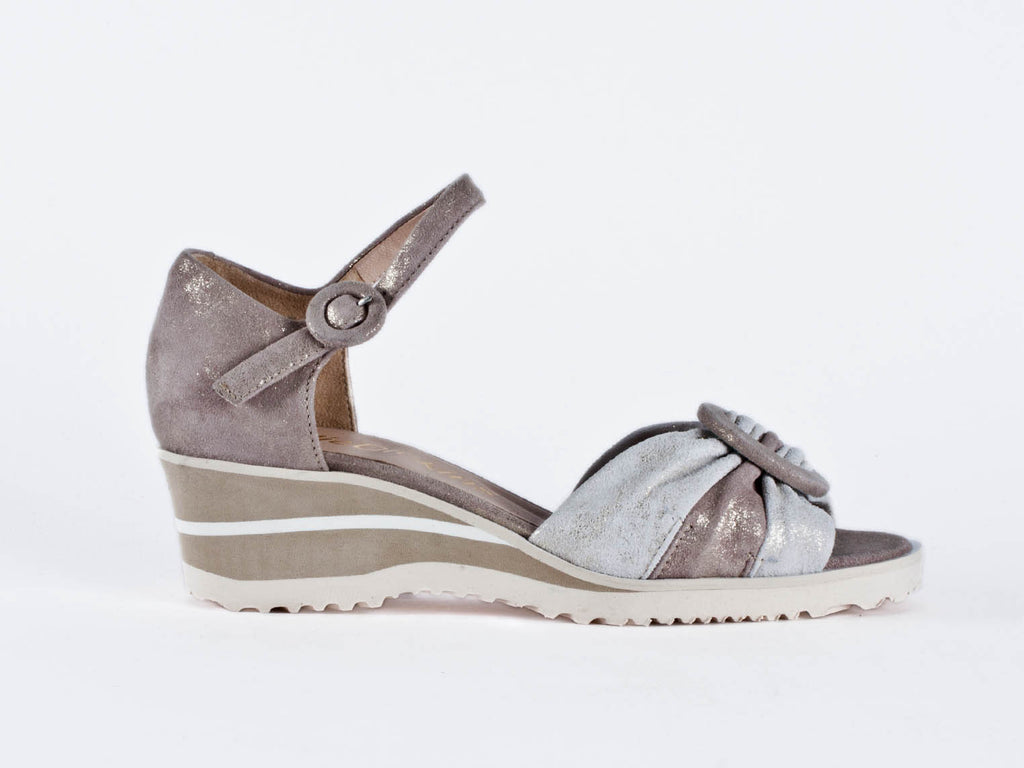 Wedge sandal in soft leather