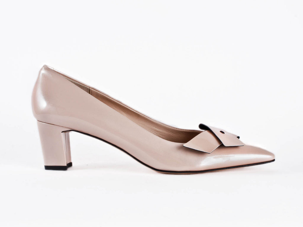 Court in beige patent leather & trim