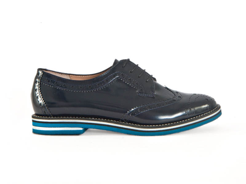 Brogue patent leather lace-up