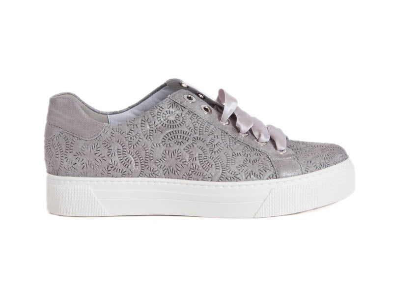 Textured leather lace-up trainer