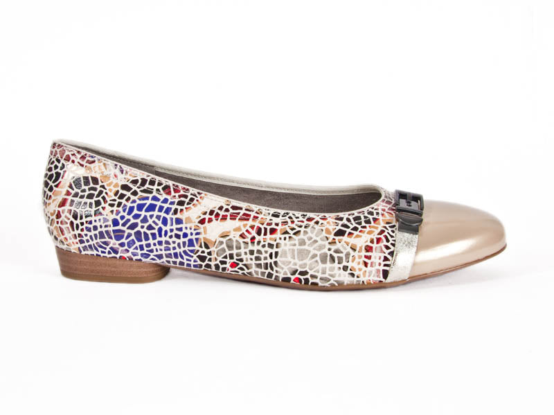Ara mosaic pump with contrast toe