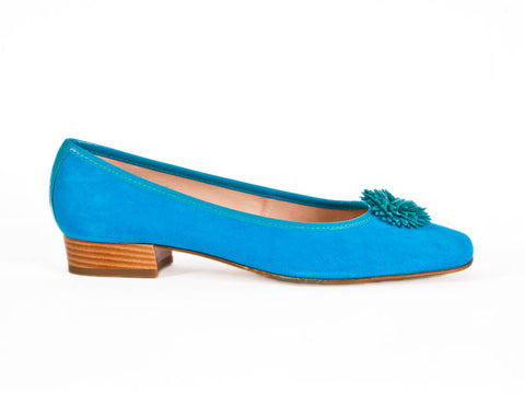 Suede pump with petal