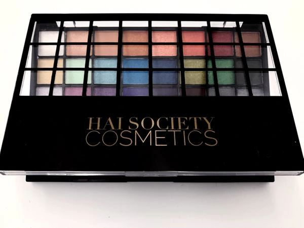 "HAI SOCIETY ""SUPERSTAR"" PALETTE"