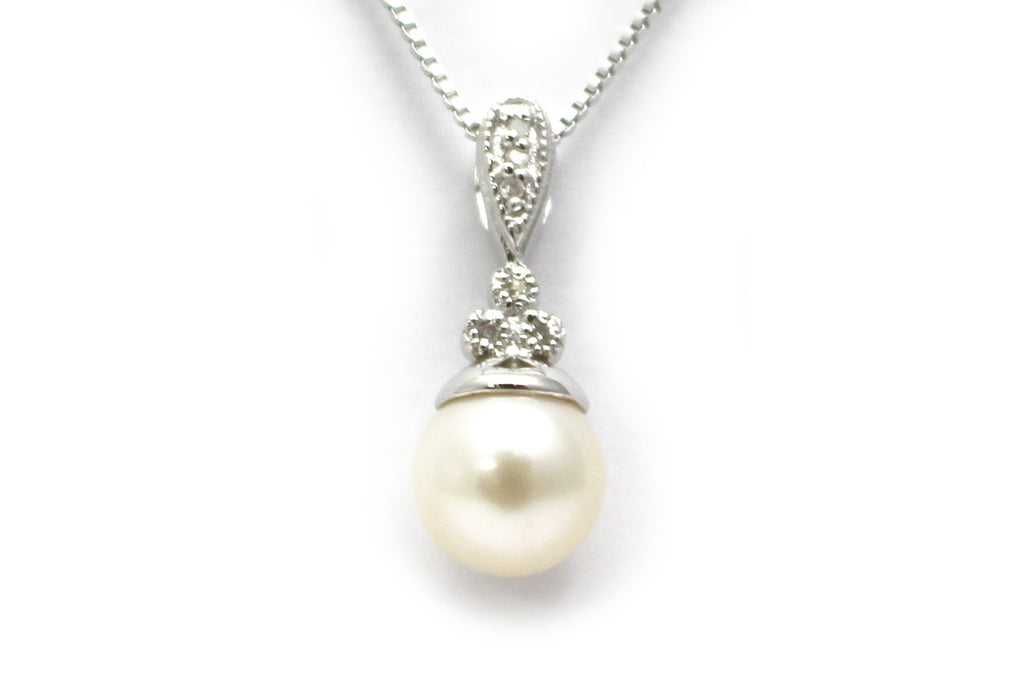 Pearl and Diamond Necklace in Sterling Silver