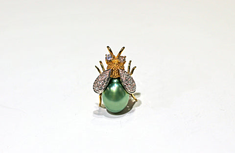 Bee pendant/pin with Diamonds & Natural green pearl in 14KY
