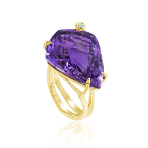 Gold Shield Cocktail Ring: Amethyst