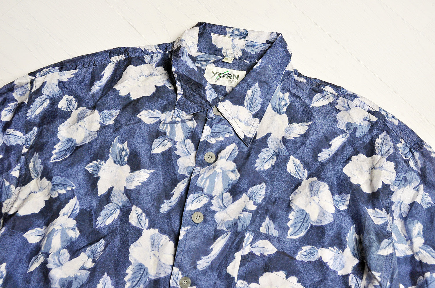 Vintage Navy/White Rose Patterned Short Sleeve Silk Shirt