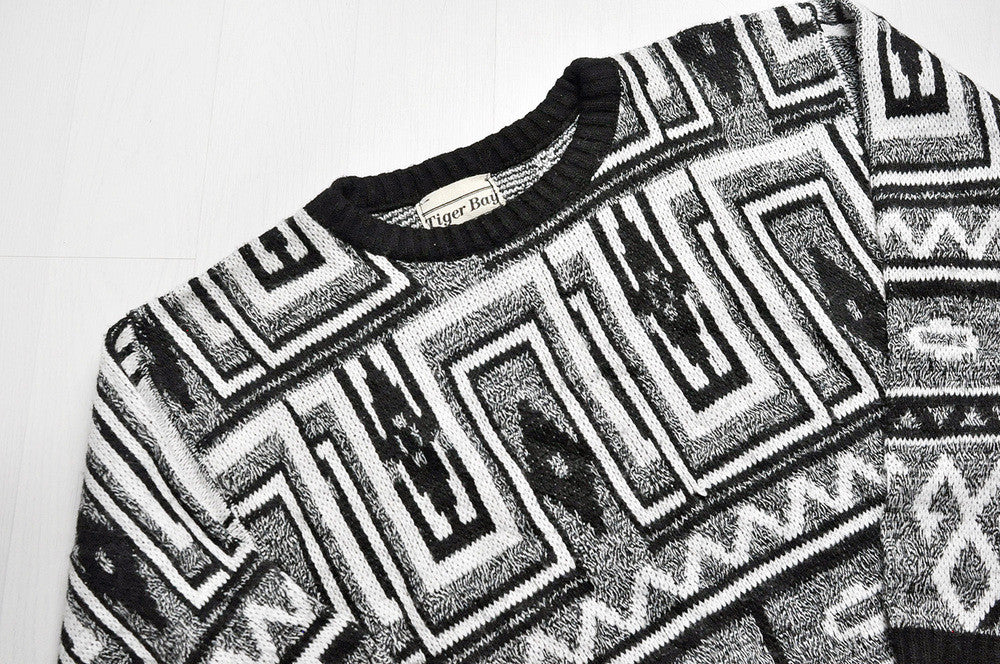 Vintage Black/White Geometry Patterned Knit Jumper/Sweater
