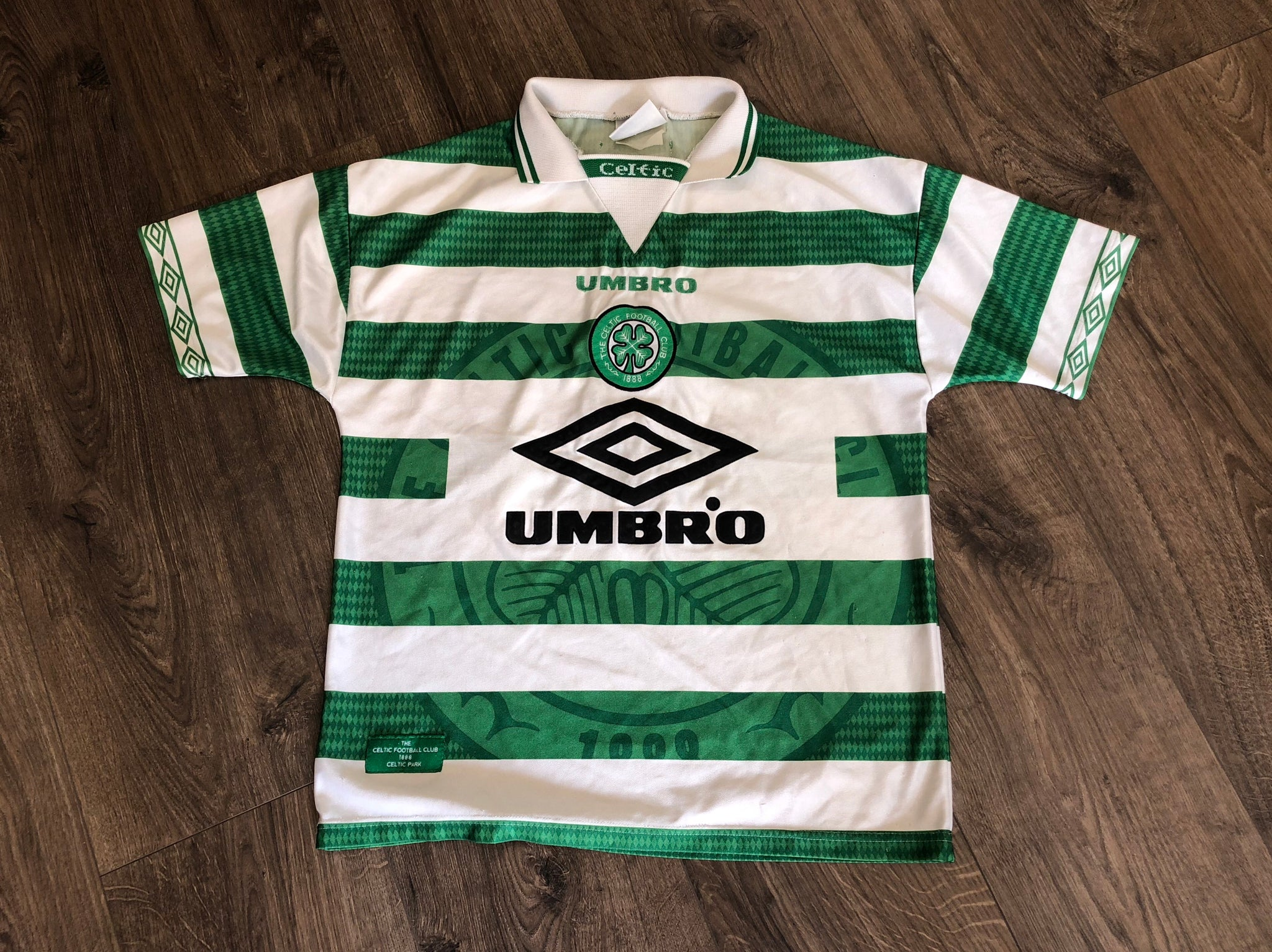 watch fd61e a946e Vintage Celtic Umbro Football Shirt