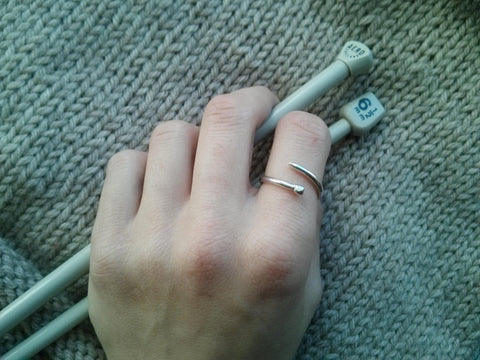 Adjustable Knitting Needle Ring