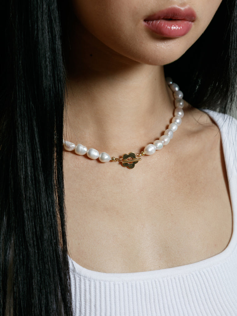 Lola Pearl Necklace in Gold