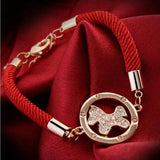 Bracelet médaillon cheval, corde rouge, plaqué or et brillants