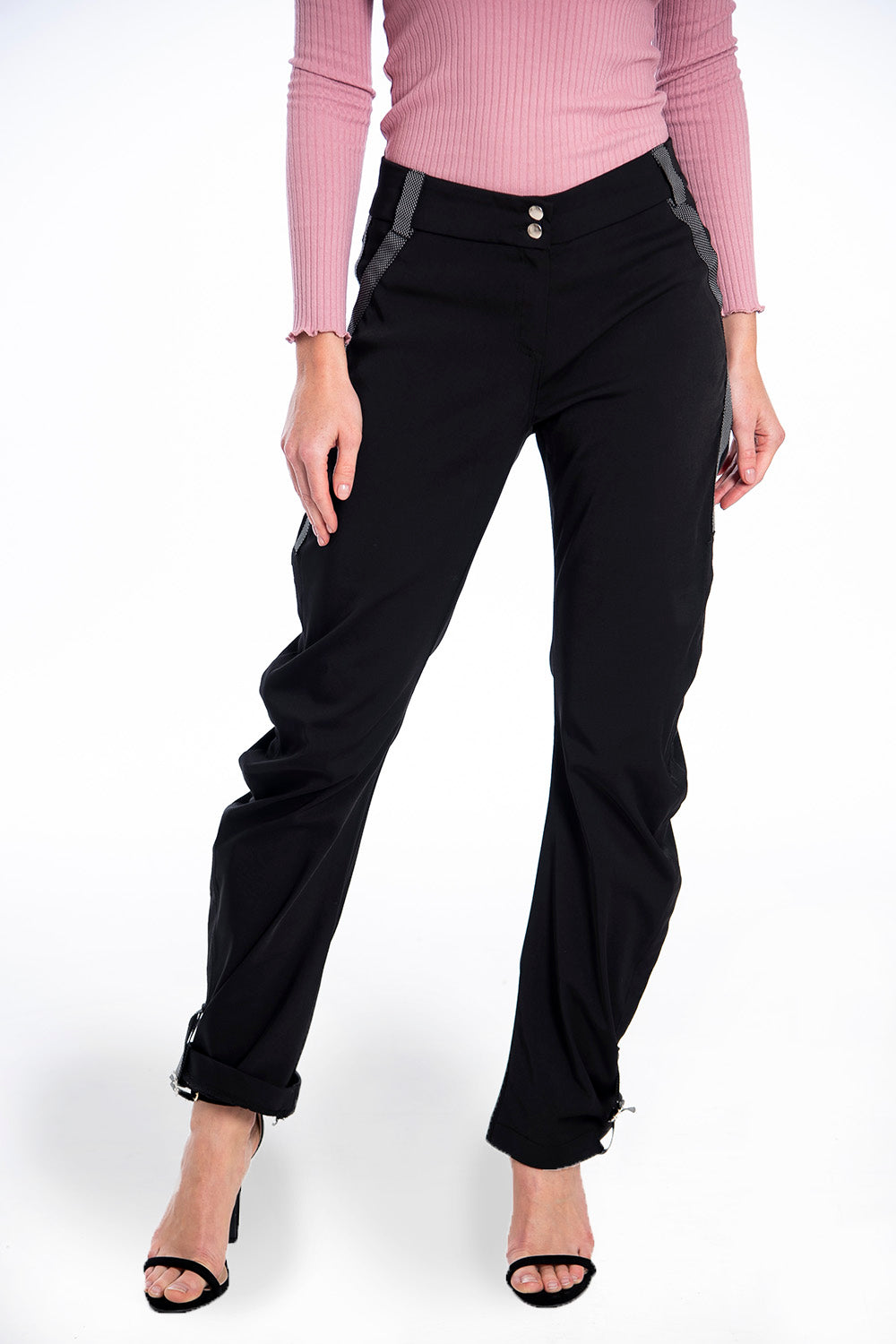 Cargo trousers with buckled bottom details
