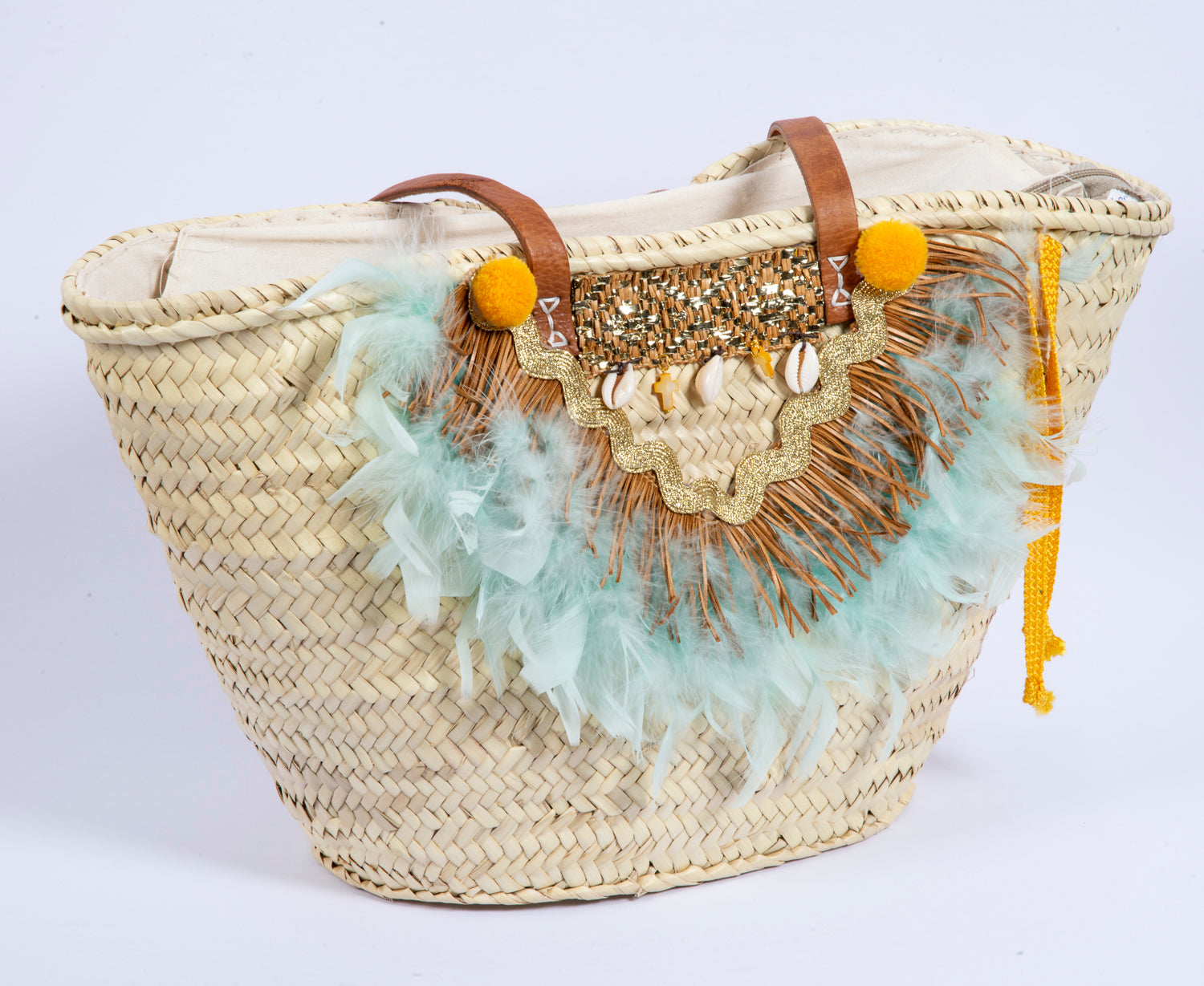 Straw bag with feathers and shells