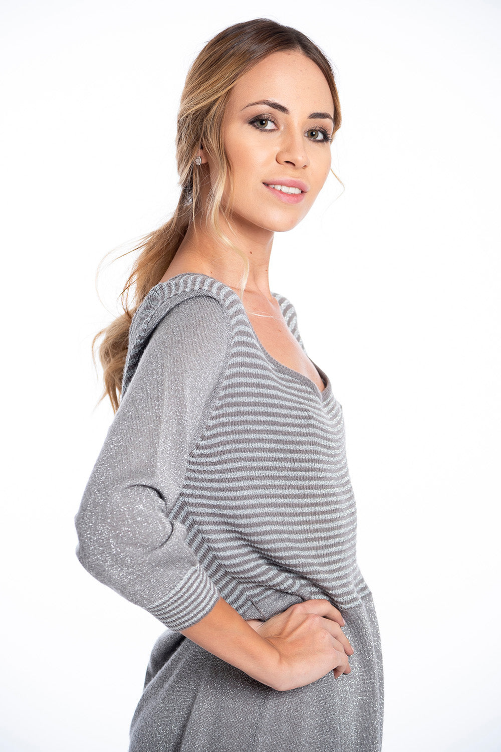 Metallic knitted dress with stripes pattern and scoop neck