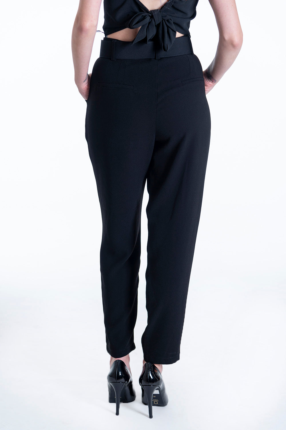 Milkwhite high waist suited trousers with belt